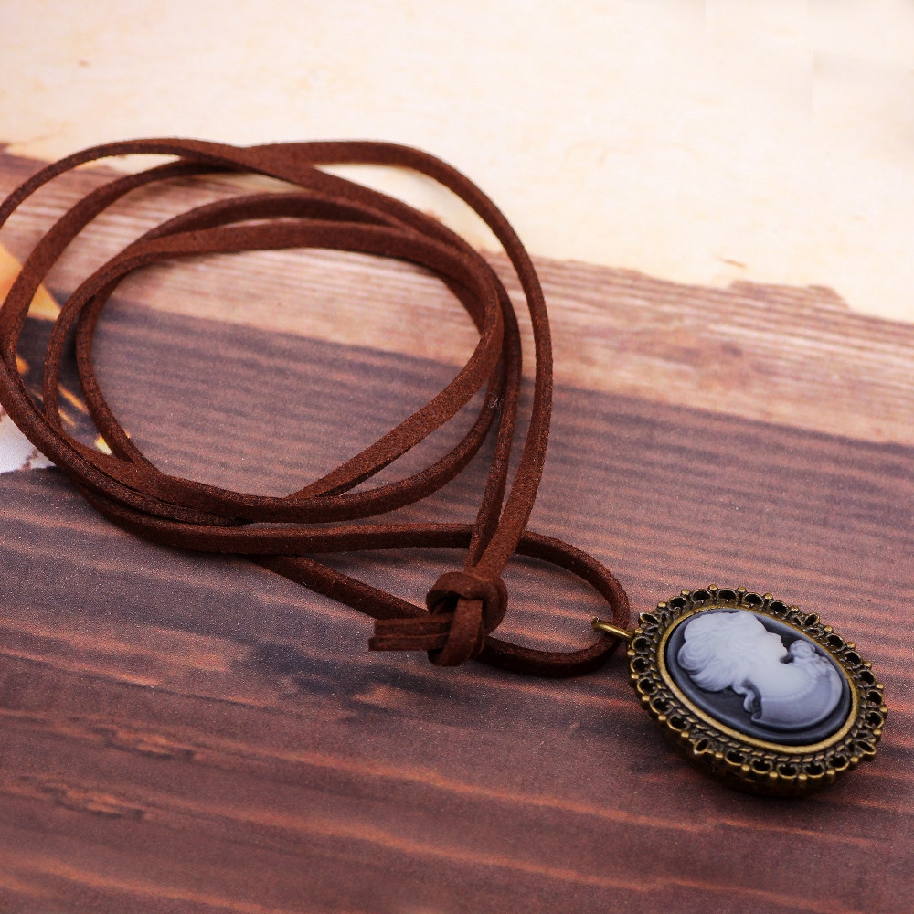 Beauty Woman Anaglyph Pocket Watch