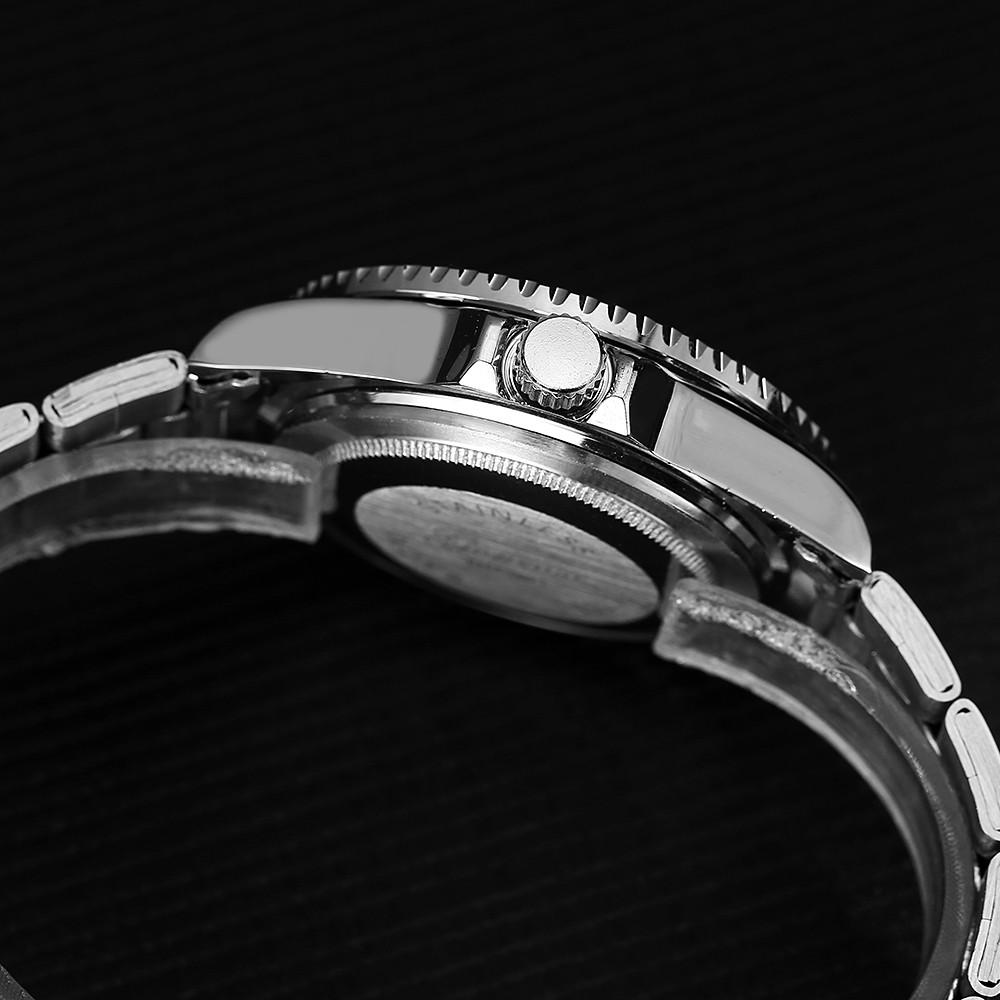 GON001 Men Analog Quartz Alloy Wrist Watch with Date Window RED