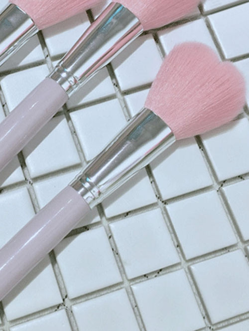 Cute Heart Shape Bristle Head Makeup Powder Brush LIGHT PINK ONE SIZE
