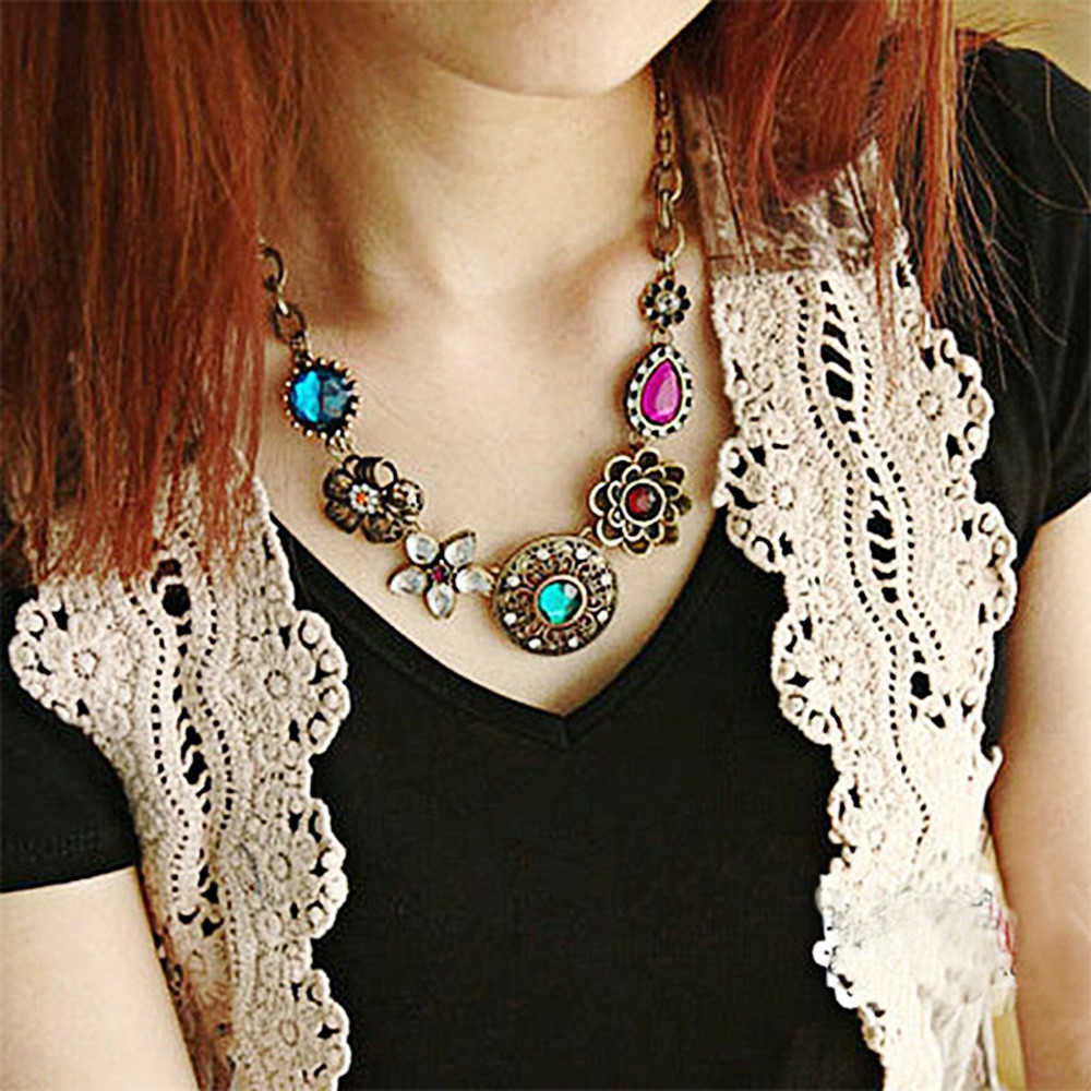 Vintage Style Floral Spliced Hollow Out Alloy Women Necklace AS THE PICTURE
