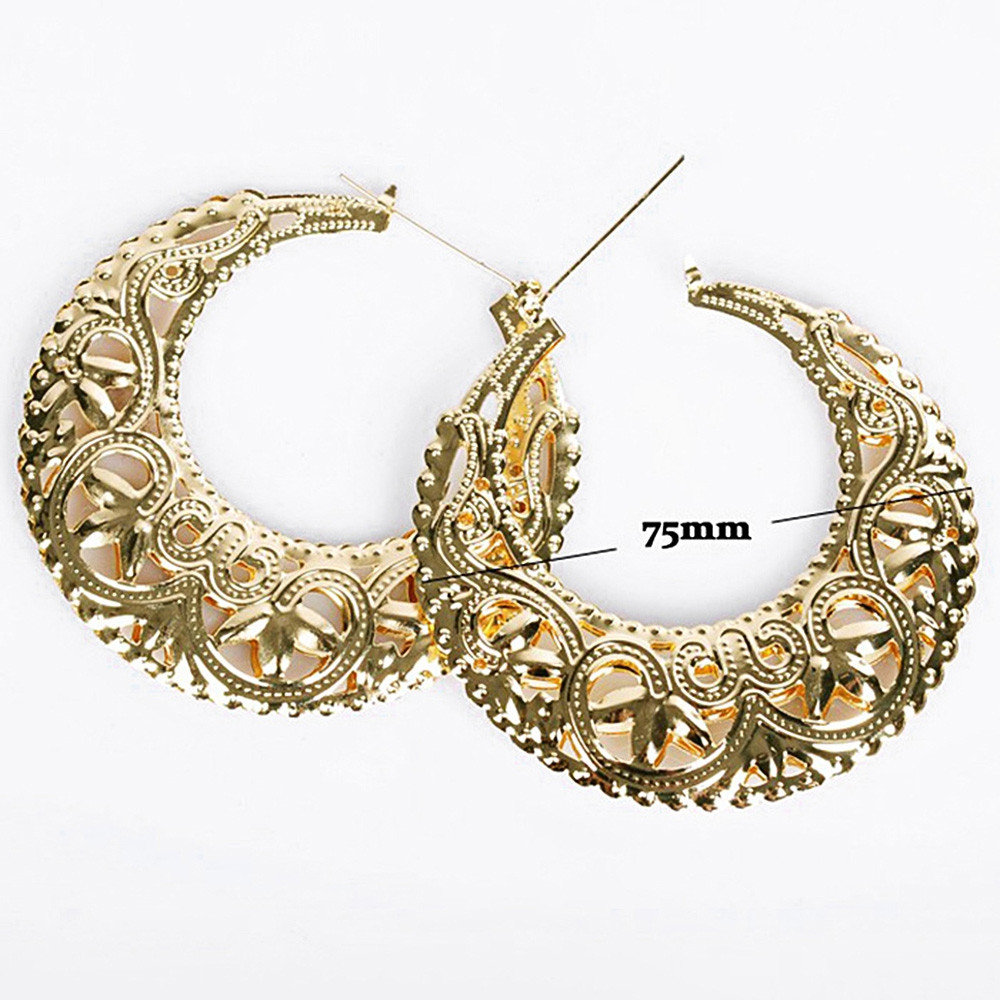 Hollow Out Floral Design Hoop Earrings GOLD